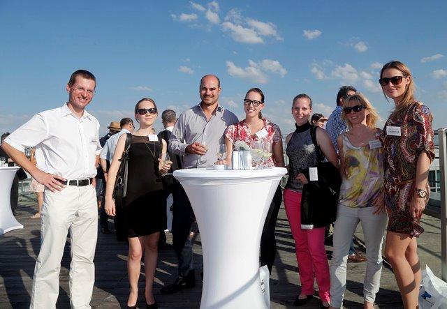 Martin Aschoff mit Kunden und Kollegen